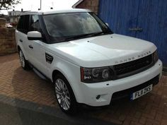 2011 Range Rover Sport 3.0 TDV6 HSE 5-door estate with CommandShift. White with beige leather interior and privacy glass. Harman Kardon sound.