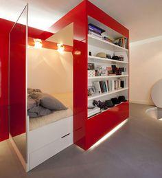 Red nest, petit appartement design à Paris Tiny Studio Apartments, Studio Apartment Design, Small Apartment Design, Small Apartment Decorating, Micro Apartment, White Apartment, Parisian Apartment, Apartment Interior, Interior Doors