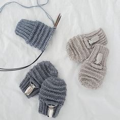 lil_knits 《 RESTEGARN ? NOT ANYMORE ! 》 - Slanker boksen med restegarn 👌  #vottermedklips #tiddelibomstrikk #knit #knitstagram #knittersofig #knittersofinstagram #strikk #babystrikk #nevernotknitting #enstrikketgarderobe #guttestrikk #restestrikk Knitting Projects, Knitting Ideas, Baby Knitting Patterns, Mittens, Knitted Hats, Knit Crochet, Diy And Crafts, Winter Hats, Stitch