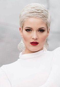 Platina blond is echt een TOP kleur voor de zomerse dagen! Check deze prachtige voorbeelden! - Kapsels voor haar