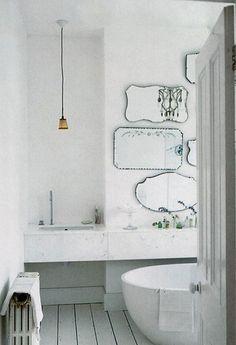 Witte badkamer met landelijke accenten. Door Ingrid-van-Vossen