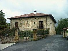 Zalduendo de Álava - Fachada principal del Palacio de Andoin-Luzuriaga, residencia del escritor Bernardo Atxaga.