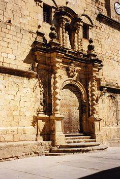Beceite _ Kirchen-Portal   Teruel  Spain
