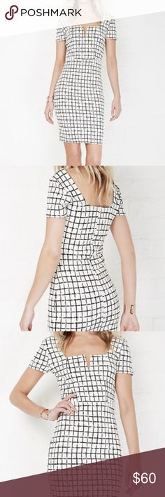 🎉HOST PICK🎉 NWOT V-neck Bodycon Dress BRAND NEW - NEVER WORN NWOT                         *Grid print * V-neck with boning * Concealed back zipper closure * Full lining * 96% Polyester, 4% spandex. Lining: 100% Polyester * Breathable stretch fabric * Length: 37 in. Bust: 30 in. Waist: 24.5 in. Hip: 30 in. Sleeve: 9 in. * Model wears size Small. Model's height: 5'10 Dresses