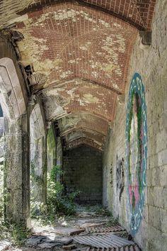 Korridor... #Urbex #LostPlace #abandoned #urbanexplorer #urbanexploring #urbanexploration #abandonedworld #urbexworld #photooftheday