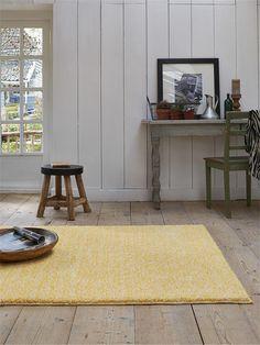 Gelb bringt sowohl Farbe, Leben, als auch Wärme mit in ihr Haus. Mit so einem Teppich kann man gemütlich wohnen fast garantieren. ->Teppich Homie von Esprit #benuta #teppich #landhaus #interior #rug