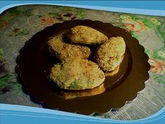 """Stasera ho fatto i biscotti da portare domani al """"paesello"""" dove per due giorni avremo la Sagra della Polenta!!! Così anche per la colazione siamo a posto...  Biscotti con farina integrale nell'impasto e nocciole, impanati nello zucchero di canna - senza burro."""