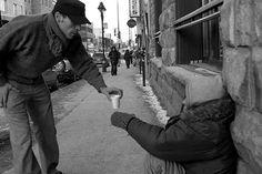 Restaurando a fé na humanidade  Comprar um café para alguém que passa frio na rua é pedir demais?