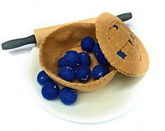 Felt Pie / Make Your Own Blueberry Pie / Felt Food / Pretend Play Food / Food Photo Prop / Montessori Toy