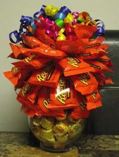 REESE'S Birthday Candy Bouquet Happy Birthday Valentine, Cute Birthday Gift, Birthday Candy, Birthday Gifts For Boys, Valentines Diy, Candy Bar Bouquet, Lollipop Bouquet, Diy Bouquet, Homemade Gifts