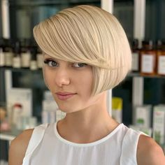 Flawless! Make a statement with this ear-length bob with side bangs, showing off your thick and blonde locks. Straight Hair Updo, Straight Black Hair, Haircut For Thick Hair, Straight Hairstyles, Short Bob Styles, Short Hair Styles For Round Faces, Short Hair Cuts, Blonde Bob With Fringe, Short Blonde Bobs
