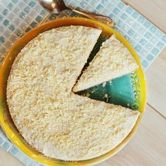 Sernik kokosowy na spodzie, który przypomina kokosanki Hummus, Baking Recipes, Bread, Ethnic Recipes, Food, Cooking Recipes, Brot, Essen, Baking