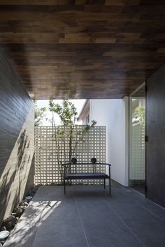 Here you find a photo of the interior design. Please inspiration! Tropical Architecture, Architecture Details, Interior Architecture, Patio Interior, Interior And Exterior, Interior Design, Casa Real, Brick Facade, Japanese Interior