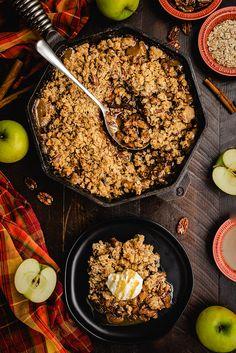 Caramel Apple Crisp - Host The Toast Apple Desserts, Apple Recipes, Wine Recipes, Sweet Recipes, Easy Desserts, Best Apple Crisp, Caramel Apple Crisp, Caramel Apples, Dessert Cups