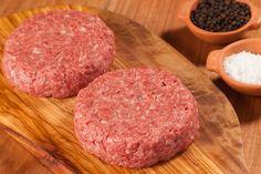 HAMBÚRGUER - Na Feed, o hambúrguer ganha diferentes receitas para todos os gostos. São quatro receitas com sabores e texturas variadas. Temperados com sal e pimenta-do-reino. Para saber mais, acesse nosso site: http://www.feed.com.br/categoria-produtos/hamburguer/