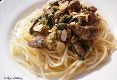 Tejszínes csirkemáj spagetti ágyon magokkal