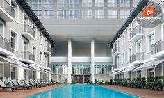 Ubicado frente a Puerto Madero, este hotel cuenta con instalaciones como gimnasio, piscina descubierta climatizada y spa