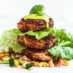 Getost- och sötpotatiskroketter med rostad majssallad - Recept - Tasteline.com
