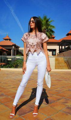 Luxury Women S Fashion Watches 80s Fashion, Fashion Dresses, Womens Fashion, Fashion Tips, Purple Palette, Urban Outfits, Elegant Outfit, Minimalist Fashion, White Jeans