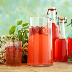Rhubarb drink, nice for summer picnics & parties. In Finnish. Summer Picnic, Summer Fun, Grilling Recipes, I Love Food, Hot Sauce Bottles, Summer Recipes, Tequila, Party Time, Drinking