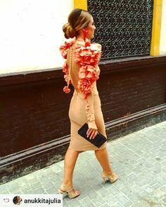 """Belleza Andaluza   Nuriyah O. Martinez  Aún no tienes tu entrada??? Ya a la venta #simof #veronicadelavega  #laleyendadeltiempo   #Rensta #Repost: @anukkitajulia via @renstapp  @anukkitajulia ya queda menos!!! ··· """" 03.01.2017  A un mes de """"La Leyenda del Tiempo"""" 〰 Verónica de la Vega para SIMOF'17   Con paso firme hacia mi día favorito del año   Dress by @convdevega - Clutch @delavega.espaciomultimarca   #happynewyear #beflamencabecool #veronicadelavegalifestyle #flamenca #nosinmiflor """""""