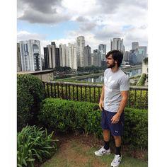 "29.5 mil Me gusta, 202 comentarios - Marcos Pitombo (@marcospitombo) en Instagram: ""Como tão de feriado?? :) 🌳🌿🍃💚 #SP #DiadoTrabalho"""