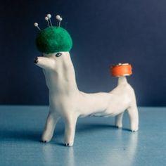 Fantastic haberdashery dogs by Eleonor Boström. Pincushions, Haberdashery, Dinosaur Stuffed Animal, Folk, Christmas Ornaments, Sewing, Holiday Decor, Green, Cute