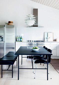 http://www.boligliv.dk/indretning/indretning/et-stilrent-bulderby-hus/
