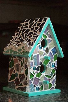 Mosaic Birdhouse - GLASS CRAFTS, LOVED making these. Mix of materials is a ton of fun and very forgiving! Mosaic Garden Art, Mosaic Art, Mosaic Glass, Glass Art, Stained Glass, Mosaic Crafts, Mosaic Projects, Mosaic Ideas, Decorative Bird Houses