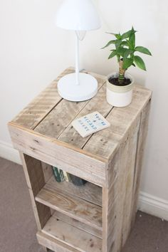 Reclaimed Pallet Wood Bed Side Table