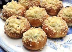 Vynikající koláčky, kterým podlehne prostě každý. Radíme vám dobře, upečte jich dostatečné množství, protože se po nich jen zapráší. A kdyby náhodou zbyly, tak si je určitě děti rády vezmou do školy k svačině. Czech Recipes, Russian Recipes, Biscuit Cookies, Sweet Desserts, Food Design, Food Hacks, Sweet Tooth, Bakery, Muffin