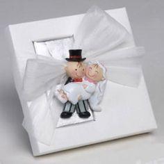 bomboniera matrimonio #bomboniera #bombonieramatrimonio #matrimonio #emporioeventi Frame, Chocolate, Wedding Details, Original Gifts, Magnets, Decorated Boxes, Mariage, Invitations, Boyfriends