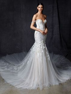 Wedding Dress Oprah by Enzoani - Search our photo gallery for pictures of wedding dresses by Enzoani. Find the perfect dress with recent Enzoani photos. Bridal Gallery, Wedding Dress Pictures, Designer Wedding Gowns, Mermaid Gown, Mermaid Sweetheart, Dress Out, Elegant Wedding Dress, Plus Size Wedding, Custom Dresses