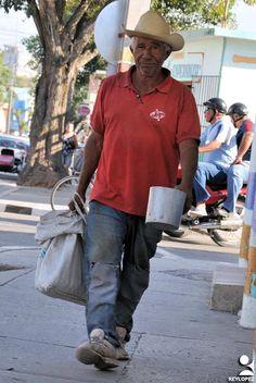https://flic.kr/p/U279tm | las tunas cargas (3) | ciudadanos de Las Tunas en su ir y venir cotidiano con cargas