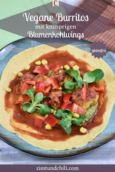VEGANE BURRITOS MIT KNUSPRIGEN BLUMENKOHLWINGSVegane Burritos mit knusprigen Blumenkohlwings sind lecker und gesund. Knackiges Gemüse mit knusprigem Blumenkohl und einer BBQ-Salsa werden in eine Tortilla eingerollt und fertig ist das mexikanische Streetfood. Du kannst die Wraps als Snack oder Abendessen genießen. Das Rezept ist glutenfrei #Burritosvegan #veganeRezepte #Blumenkohlwings #glutenfreieRezepte #vegetarischeRezepte #Wrapsmexikanisch #Fingerfood #Streetfood #Abendessen #gesundeRezepte Snacks, Going Vegan, Burritos, Pizza, Wraps, Mexican, Salsa, Bbq, Ethnic Recipes