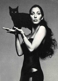 Cher (and a black cat) by Richard Avedon Crazy Cat Lady, Crazy Cats, Celebrities With Cats, Animal Gato, Cat People, Famous Faces, I Love Cats, Old Hollywood, Foto E Video
