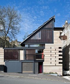 richard murphy's hybrid house bookends an edinburgh street House Of Mirrors, Architecture Renovation, Residential Architecture, Modern Architecture, Amazing Architecture, Hidden Bath, Moving Walls, Tin House, House Names