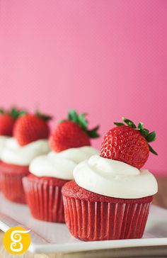 My Red Velvet Cupcakes -   Photo Shoot with artificial light in Home Studio - Tijuana, Mexico