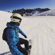 Le ski c'est fini ? Non !! A @Cauterets on profite encore de la glisse jusqu'au 24 avril :-) N'est-ce pas @thomascuelho ? #hautespyrenees #destinationpyrenees #cauterets #ski #neige #skideprintemps by hautespyrenees