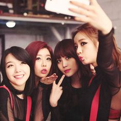 Girl's day taking a selca