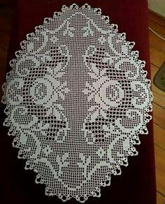 No photo description available. Crochet Doily Diagram, Filet Crochet Charts, Crochet Doily Patterns, Crochet Art, Thread Crochet, Crochet Stitches, Knitting Patterns, Crochet Table Runner, Crochet Tablecloth