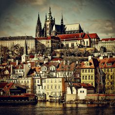 prague- a beauty of a city! The Prague Castle is a must on your to-do list! Oh The Places You'll Go, Places To Travel, Places To Visit, Budapest, Wonderful Places, Beautiful Places, Prague Castle, Prague Cathedral, Prague Czech Republic