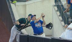 WATCH: Oakland A's Outfielder Josh Reddick Reaches Around Fan to Make a Catch | FatManWriting