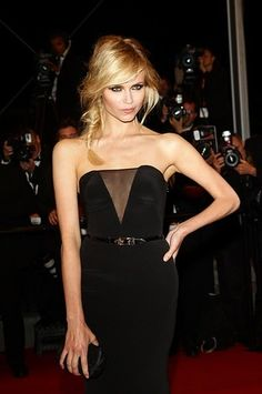 Natasha Poly looks stunning with this simple fishtail.