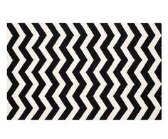 Sie mögen Dynamik? Dann ist Teppich CHANDAN das Richtige für Sie. Mit dynamischen, geometrischen Formen lässt er Ihre Wohnung in voller Kraft aufblähen. Handgetuftet ist er ein ganz besonderes Alltagsglück, den Sie sich gönnen sollten! Zusätzliches Plus: Der Teppich eignet sich auch bei Fußbodenheizung.