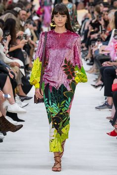 Valentino Spring 2020 Ready-to-Wear Fashion Show - Vogue 2020 Fashion Trends, Fashion 2020, Daily Fashion, Runway Fashion, High Fashion, Womens Fashion, Street Fashion, Fashion Today, Fashion Week Paris