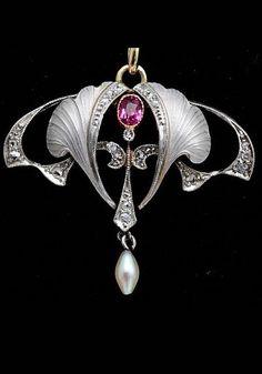 An Art Nouveau platinum pendant, 1900.