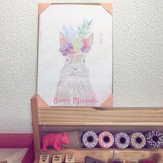 Bunny Miranda! Illustrated watercolor bunny   Agora os nossos prints estão também disponíveis em A4, prontos para tornar a tua casa mais divertida! 😄💕🐰 . .  #purplepineappledesign #stationery #office  #purplepineapple  #bunny #bunnyillustration #smallbusiness #bunnymiranda #watercolor #etsyportugal #handmade #artprint #decor #cute