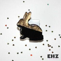 Broche lapin  noir et or dorée à la feuille d'or 24k ehz bijoux