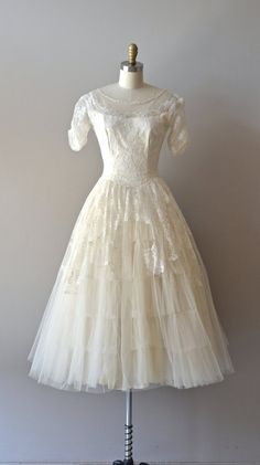 Only Yesterday wedding dress / 1950s lace wedding por DearGolden